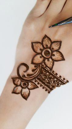Mehandi Designs For Kids, Very Simple Mehndi Designs, Baby Mehndi Design, Round Mehndi Design, Mehndi Designs Front Hand, Pretty Henna Designs, Stylish Mehndi Designs, Mehndi Designs For Beginners, Mehndi Design Photos