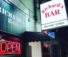 Richard's Bar in River West Stays Ignoring the Rules, Just How They Like It | UrbanMatter Top Italian Restaurants, Chicago Entertainment, Chicago Bars, Chicago Events, Understanding Yourself, The Funny, Night Life, River, Rivers