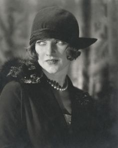As chief photographer for Vogue and Vanity Fair , Edward Steichen profoundly shaped the look of celebrity and fashion photography in the Edward Steichen, Belle Epoque, Foto Fashion, Art Deco Fashion, Vintage Fashion, Fashion Glamour, Vintage Vogue, Vintage Glamour, Vogue Fashion