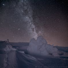 Krkonoše Starry Night Sky, Night Skies, Star Trails, Star Photography, Space Exploration, Amazing Pictures, Light Painting, Milky Way, Astronomy