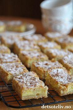 Vanilje- og epleruter i langpanne | Det søte liv Nom Nom, Cake Recipes, Frisk, French Toast, Food And Drink, Goodies, Baking, Breakfast, Cakes