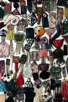 Online shopping from a great selection at Arts, Crafts & Sewing Store. Textile Jewelry, Fabric Jewelry, Jewelry Art, Jewellery, Art Fibres Textiles, Textile Fiber Art, Fabric Art, Textile Design, Hand Embroidery