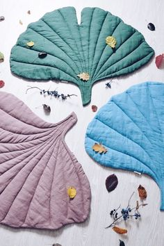 "motleycraft-o-rama: ""Beautiful Linen Ginko-leaf Play Mats- By LaPetitePersonneShop. Textiles, Sewing Projects, Diy Projects, Diy Bebe, Baby Kind, Baby Play, Baby Decor, Natural Linen, Baby Sewing"