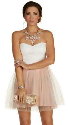 El tul es otra opción súper popular, mantén el largo de tu vestido por encima de tus rodillas  