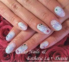 Yuko Nails And Esthetic La Deesse ジェルネイルデザイン♪ (定額制:Diamond)話題のディズニー映画「アナと雪の女王」をイメージした当店オススメのデザイン♪ 3色のカラーでグラデーション&3D&手書きによるゴージャスな作品です。 Diamond Nails, Gel Nails, Gel Nail