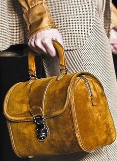 omg! most beautiful bag! wth I want it. and mustard yellow<3