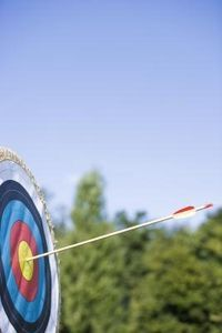 Practice drills and stretching exercises can help you improve at archery.archery is a great exercise. Archery Tips, Archery Hunting, Archery Targets, Deer Hunting, Archery Games, Archery Arrows, Hunting Stuff, Crossbow Hunting, Hunting Tips