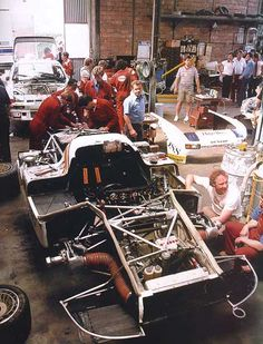 regram 🔧 Porsche Garage The 936 of Ickx and Bell being serviced in front of a 944 GTP at Le Mans, 1981 Photographer Unknown Porsche Sports Car, Sports Car Racing, Porsche Cars, Sport Cars, Race Cars, Auto Racing, Road Racing, Porsche 911 Rsr, Porsche Motorsport