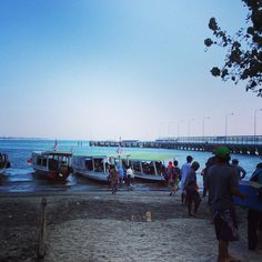This was the public ferry we used to get to Gili Trawangan today.. #upsticksandgo #giliT #ferry #lombok #indonesia #travelphotos #travellingtheworld #transport
