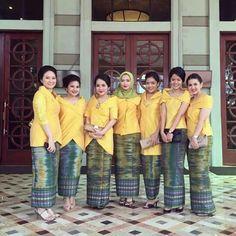Kebaya Simple, Indonesian Kebaya, Kebaya Wedding, Asian Fabric, Batik Kebaya, Ankara Styles, Dress Codes, Traditional Dresses, Lace Dress
