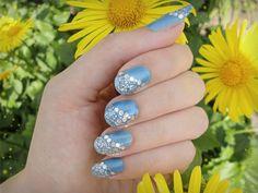 Ida-Marian kynnet / Blue sparkle / #Nails #Nailart