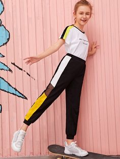 To find out about the Girls Contrast Mesh Colorblock Pants at SHEIN, part of our latest Girls Pants & Leggings ready to shop online today! Teenage Girl Outfits, Girls Fashion Clothes, Kids Outfits Girls, Cute Girl Outfits, Tween Fashion, Teen Fashion Outfits, Cute Casual Outfits, Fashion Edgy, Fashion Fall