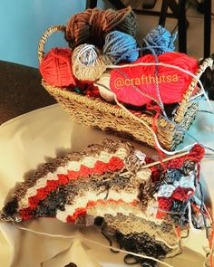 #lockdowncrochet #leftoveryarn #crafthutsa 4th Of July Wreath, Straw Bag, Wreaths, Crochet, Home Decor, Decoration Home, Room Decor, Chrochet, Crocheting