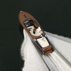 Classic speed boat. Great !