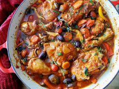 This Italian chicken cacciatore recipe has EVERYthing in it, including the wine. Making it now! Add this to your delicious dinner recipes!