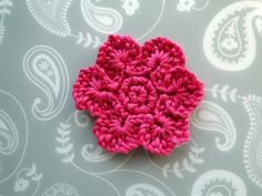 The Loop Petal Flower - free crochet pattern by Claire from CrochetLeaf.com ༺✿ƬⱤღ  https://www.pinterest.com/teretegui/✿༻