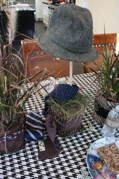 14 Funeral Urn Memorial Service Table Arrangement Ideas: integrate ...
