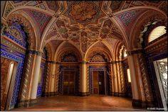 イタリアのお城の一室がまるでクジャクのような美しさ! | roomie(ルーミー)