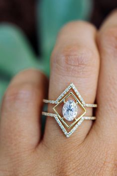 The Hotest Engagement Rings Trend 2019 ★ What rings will become the trend of What is worth paying attention to? Your questions are answered by the founder of the GIACOMELLI brand designer Natalia. Morganite Engagement, Engagement Ring Settings, Vintage Engagement Rings, Oval Engagement, Custom Wedding Rings, Gold Diamond Wedding Band, Diamond Rings, Ring Verlobung, Bridal Rings
