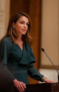 Amman, March 24,2014 (Petra)--Her Majesty Queen Rania Al Abdullah held today a lunch at Basman Palace for honoring the supporters of the Madrasati Initiative which has to date included 500 public schools across Jordan in various different stages of Madrasati's Five Phase framework.