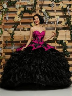 Custom quinceanera dresses in bright colors! These quince dresses can be made in any color. Lots of vestidos de quinceanera to choose from. Mexican Quinceanera Dresses, Quinceanera Planning, Quinceanera Party, Quinceanera Decorations, Mexican Dresses, Types Of Dresses, 15 Dresses, Formal Dresses, Forever21