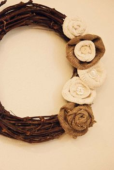 DIY Burlap wreath. This could be a really cute go-to wreath that I could use in between seasonal wreaths. Cute.