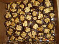 Ořechové košíčky Cereal, Cookies, Chocolate, Breakfast, Food, Biscuits, Morning Coffee, Meal, Schokolade