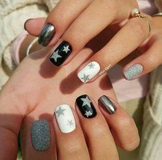 American nails Festive nails Nails with stars New year nails ideas 2017 New years nails Shimmer nails Silver painted nails Tri-color nails New Year's Nails, Love Nails, Pink Nails, Silver Nails, Nails For New Years, New Years Nail Art, Holiday Nails, Christmas Nails, Holiday Mood