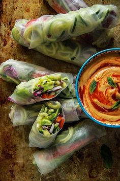 Lunch Recipe: Vegan Zoodle Fresh Rolls w/ Tahini Mango Dipping Sauce Clean Eating Recipes, Raw Food Recipes, Lunch Recipes, Vegetarian Recipes, Healthy Eating, Cooking Recipes, Healthy Recipes, Veggie Noodles, Zucchini Noodles