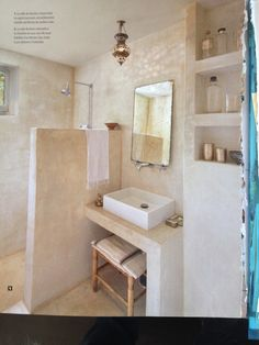 Below is a tiny shower room layout that said that realistically meets an easy, minimalist, modern-day as well as extravagant indoor design. Rustic Bathroom Shelves, Rustic Bathrooms, Large Bathrooms, Small Bathroom, Bad Inspiration, Bathroom Inspiration, Modern Bathroom Design, Bathroom Interior, Small Shower Room