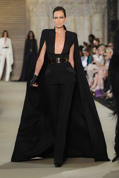 Stéphane Rolland - Haute Couture Fall Winter - Shows - Vogue. Fashion Week, Runway Fashion, High Fashion, Fashion Show, Womens Fashion, Fashion Design, Fashion Glamour, Red Fashion, Fashion Details