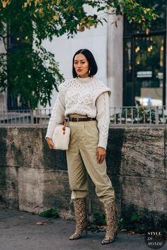 Paris Fashion Week brings with it a promise to deliver the best in street style. New Street Style, Spring Street Style, Street Chic, Street Wear, Paris Fashion, Fashion Photo, Street Fashion, Tiffany, Animal Print Outfits