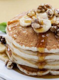 Vegane Pancakes mit Ahornsirup: http://www.gofeminin.de/kochen-backen/pancake-rezept-s1754957.html
