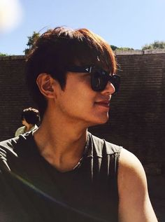(detail) Lee Min Ho in Rome, 20150921, posted by his stylist, Hye Jin Jung on Instagram, 20180401.  Happy Easter!