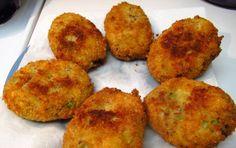 Crocchette alle zucchine - crocchette di zucchine e patate condite con aromi, infarinate e fritte in olio di arachidi.