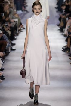 Christian Dior Fall 2016 Ready-to-Wear Fashion Show Collection
