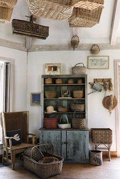 The Basket House at Bunny Mellon's home in Oak Spring Farms. Bunny Mellon, Primitive Homes, Primitive Kitchen, Country Kitchen, Prim Decor, Country Decor, Country Homes, Primitive Decor, Country Primitive