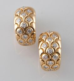 Shop diamond and pearl clip-on earrings and other vintage and antique earrings from the world's best jewelry dealers. Gold Earrings Designs, Gold Jewellery Design, Necklace Designs, Gold Jewelry, Mini Hoop Earrings, Clip On Earrings, Indian Jewelry Sets, Antique Earrings, Fashion Jewelry
