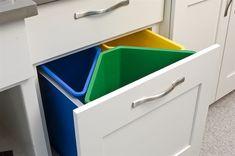 Kitchen recycling center- Woodstock door, Maple, white enamel
