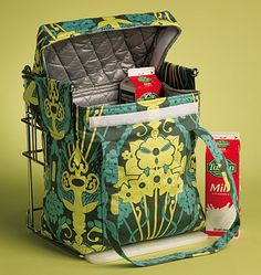 sew insulated grocery bag fits the grocery store loading frame.not looking for this exact pattern but it may help me figure out what I am trying to make. Bag Patterns To Sew, Tote Pattern, Sewing Patterns, Trolley Bags, Craft Bags, Girls Bags, Reusable Bags, Sewing Projects, Sewing Ideas