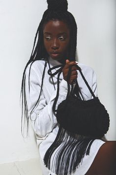 Loving the contrast lined lids on this dark-skinned beauty. And those box braids are on point.