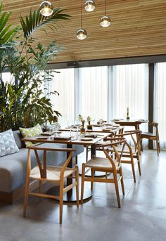 THE WOODSPEEN RESTAURANT, Belmont, Berkshire, Great Britain Pieces: The Wishbone Chair, CH24 and the CH33 chair, designed by Hans J. Wegner #carlhansenandson
