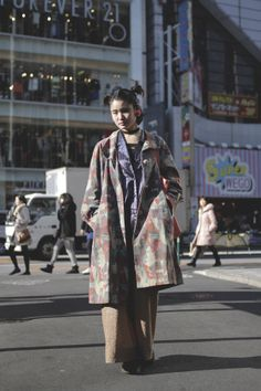 [Street Style] Mioko | 古着屋 | Harajuku (Tokyo) Japanese Streets, Japanese Street Fashion, Tokyo Fashion, Harajuku Fashion, Work Fashion, Japan Street, Tokyo Street Style, Design Textile, Teen Girl Fashion