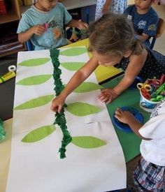 Ecole maternelle Peyret Forcade – Un haricot géant ! Fairy Tale Projects, Fairy Tale Crafts, Fairy Tale Theme, Book Activities, Preschool Activities, Fairy Tales Unit, The Tiny Seed, Reception Class, Planting For Kids