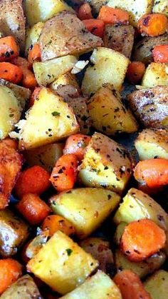 Spiced - Oven Baked Potatoes & Baby Carrots ~ A popular family recipe and… Carrot Recipes, Potato Recipes, Vegetable Recipes, New Recipes, Cooking Recipes, Favorite Recipes, Healthy Recipes, Family Recipes, Dinner Recipes