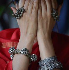 Simple and creative tricks: How to make Bohemian jewelry expensive jewelry stora … - Jewelery Anklet Jewelry, Tribal Jewelry, Bohemian Jewelry, Gemstone Jewelry, Beaded Jewelry, Swarovski Jewelry, Crystal Jewelry, Bohemian Gypsy, Silver Jewellery Indian
