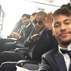 Neymar, Alves and Suarez on the way to Madrid Real Madrid Game, Real Madrid Players, Messi And Neymar, Lionel Messi, Good Soccer Players, Football Players, Dani Alves, Best Football Team, Play Soccer