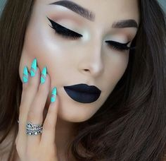 If I could pull off black Lipstick like this I would.