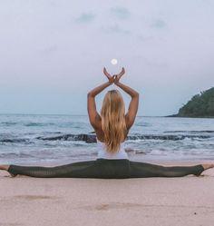 @neyu_ma in the #AloYoga Luminous Legging #yoga #inspiration #YogaPhotography