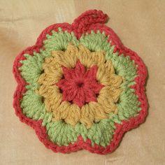Ravelry: free pattern Flower Tawashi A pattern by Pierrot (Gosyo Co., Ltd)